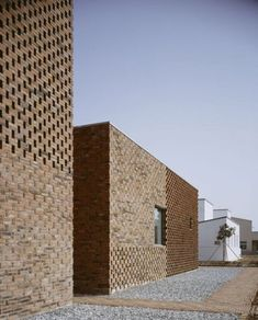 Modern Brick House in China Designed by Atelier Zhanglei - Modern brick House design Modern Brick House, Brick House Designs, Modern House Design, Detail Architecture, Brick Architecture, Brick Building, Building Design, Brick Design Wallpaper, Casa Patio