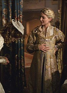 Jane Seymours maternity dress and headpiece from. - There is still hope. Los Tudor, Mary I Of England, Queen Of England, Anne Of Cleves, Anne Boleyn, Isabel Tudor, Tudor Series, Grey Maternity Dresses, Rpg