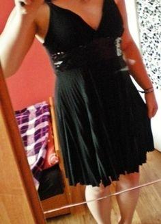 Kup mój przedmiot na #vintedpl http://www.vinted.pl/damska-odziez/krotkie-sukienki/12661424-sukienka-mala-czarna-krutka-z-cekinami-na-ramiaczkach-elegancka-s