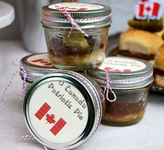 O Canada Patriotic Pies - These picnic-ready, personalized pies are a fun food take-away for your guests (now say that 10 times quickly). Canada Day Party, Canada Holiday, Single Serve Desserts, Butter Tarts, Dessert In A Jar, Individual Desserts, Happy Canada Day, Bbq Party, How Sweet Eats