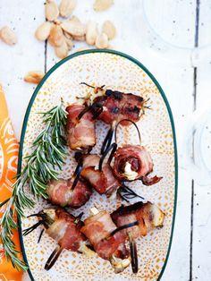 Bacon på spyd med dadel, rosmarin og gedeost