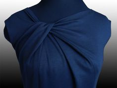 Tutorial for pattern development. Top with a twist at the collar.