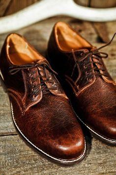 Bison Shoes for a Rugged Gentleman. The Billings Plain Toe Oxford Shoes by Buffalo Jackson Trading Co Gorgeous! Hot Shoes, Men's Shoes, Shoe Boots, Dress Shoes, Gentleman Shoes, Derby, Mr Men, Wingtip Shoes, Just For Men