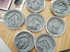that artist woman: Christmas Clay Projects - Nativity Plates. Great instructions. Can adapt for other themes.