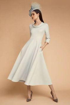 Glamorous mother of the bride winter dresses Elegant Midi Dresses, Elegant Dresses For Women, Elegant Outfit, Beautiful Dresses, Groom Outfit, Groom Dress, Mother Of Bride Outfits, Mother Of The Bride, Disfraz Star Wars