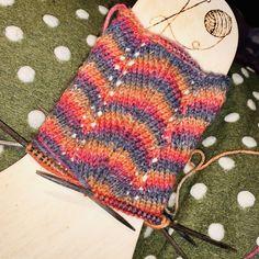 Urban Classics Letter Cuff Knit Beanie R Urban Classics Sabrina pattern Knitting Socks, Knitting Needles, Hand Knitting, Knitted Hats, Knit Socks, Sewing Patterns Free, Free Sewing, Free Pattern, Knitting Patterns