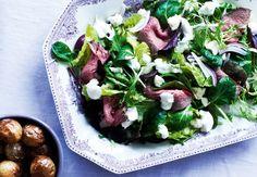 Roastbeefsalat med peberrodscreme og råstegte kartofler | Magasinetliv.dk