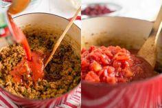 Photo collage showing steps to make chili Best Chili Recipe, Chilli Recipes, Bean Recipes, Mexican Food Recipes, Soup Recipes, Cooking Recipes, Kielbasa, Old Fashioned Chili Recipe, Menudo Recipe
