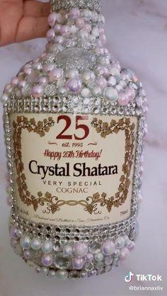 Bedazzled Liquor Bottles, Decorated Liquor Bottles, Glitter Wine Bottles, Bling Bottles, Alcohol Bottle Decorations, Alcohol Bottle Crafts, Wine Bottle Crafts, Mini Alcohol Bottles, Diy Bottle