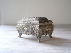 Silver plated Jewelry box, rich decoration pattern, Vintage India treasures box