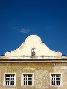 Sgraffito-house (Sgraffitós-ház) in Kőszeg, Hungary Sgraffito, Hungary, Mansions, House Styles, Beautiful, Home Decor, Decoration Home, Manor Houses, Room Decor