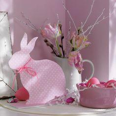 Osterhase mit Format // Wie süß! Meister Lampe wird aus Schaumkarton und Geschenkpapier ganz schnell zum Leben erweckt.