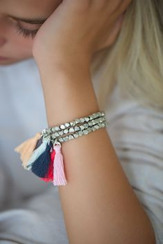 Bettelarmbänder - Armband mit geometrischen Perlen und Quaste - ein Designerstück von lebenslustiger-com bei DaWanda