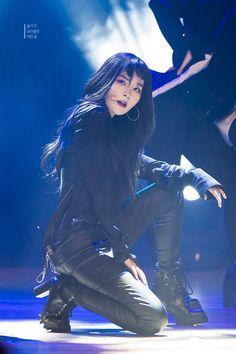 Seulgi my bitch ❤ Kpop Girl Groups, Korean Girl Groups, Kpop Girls, Stage Outfits, Kpop Outfits, Red Velvet Seulgi, Soyeon, Kpop Fashion, Weird Fashion
