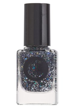 Adding a bit of sparkle to the week with a stunning high gloss manicure.