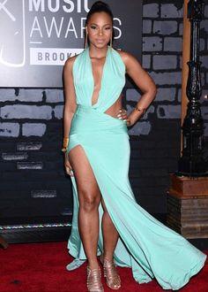 Ashanti walks the red carpet at the 2013 VMAs.