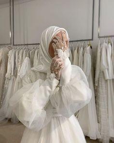 Muslim Wedding Gown, Muslimah Wedding Dress, Hijab Bride, Girl Hijab, Hijab Fashion Summer, Modern Hijab Fashion, Muslim Fashion, Niqab, Dress Muslim Modern
