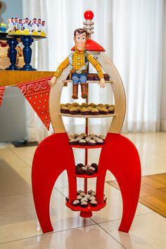 Woody, Buzz Lightyear, Sr. Cabeça de Batata e Andy foram alguns dos convidados de honra da festinha com tema Toy Story preparada por Jazz Assessoria para o