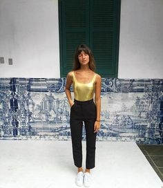 Só para contar que esse body dourado faz parte da minha mini coleção de carnaval para a @vilin_praia ✨ em breve! ✌️