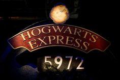 La magia de Harry Potter ha hechizado Madrid con su exposición, que antes de su estreno ya ha batido récords: 150.000 entradas de preventa agotadas. El cariño y la fidelidad de los fans nacionales de la saga ha obligado a la organización prorrogar el final de la muestra, hasta el 2 de abril.