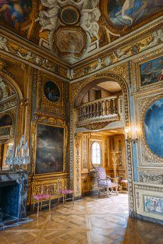 Hotel de Lauzun - #passionchateau Beautiful Ceiling Designs, Chateau Hotel, Versailles, Neoclassical Design, Palace Interior, Ile Saint Louis, Paris Ville, French Chateau, Classic Interior