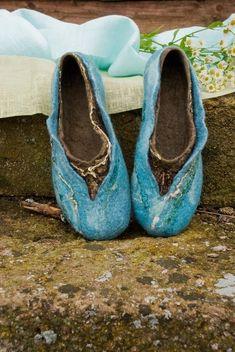 He encontrado este interesante anuncio de Etsy en https://www.etsy.com/es/listing/62339901/felted-wool-slippers-women-home-shoes