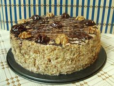 Tort Kiev - imagine 1 mare Just Desserts, Dessert Recipes, Good Food, Yummy Food, Romanian Food, Something Sweet, Yummy Cakes, Sweet Tooth, Deserts