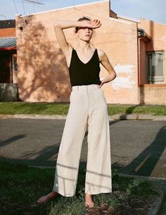 (I like the idea of having linen pants, or linen-like, because of how cool they'd be during summer) 40 Amazing White Wide Leg Pants Outfit Ideas to Try This Summer White Wide Leg Pants, Wide Leg Linen Pants, Wide Pants, Linen Trousers, Wide Legs, Wide Leg Pants Outfit Summer, Summer Outfit, Black Linen Pants, Palazzo Trousers
