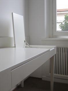 MDR. Casa V. Scrittoio laccato bianco - white desk. Residenza privata a Milano.