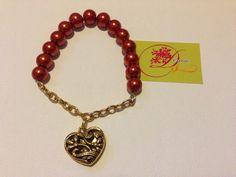 photo (73) pulsera mitad cadena y mitad bolitas anaranjadas con corazón dorado.
