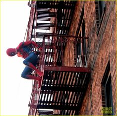 tom holland performs his own spider man stunts on nyc fire escape 09