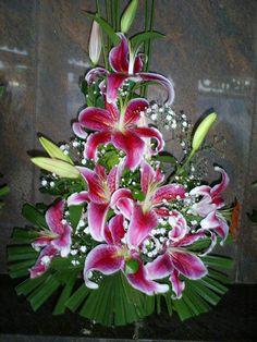 Creative Flower Arrangements, Large Floral Arrangements, Church Flower Arrangements, Altar Flowers, Church Flowers, Beautiful Flower Arrangements, Fall Flowers, Floral Centerpieces, Paper Flowers