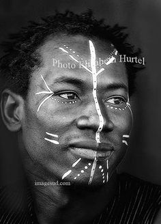 Young african man with face painting, portrait Pintura Tribal, Tribal Body Paint, Tribal Face Paints, African Tribes, African Art, Maquillage Voodoo, Cara Tribal, Tribal Lion, African Tribal Makeup