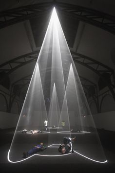 light art installation Anthony McCall Various works like Meeting You Halfway or Describing a cone 2009 Installation Interactive, Light Art Installation, Interactive Art, Art Installations, Vitrine Design, Instalation Art, Tachisme, 3d Art, Photocollage