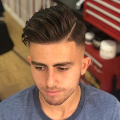 thin short mens hairstyles which look awesome! thin short mens hairstyles which look awesome! Man Bun Hairstyles, Side Part Hairstyles, Black Men Hairstyles, Classic Hairstyles, Fashion Hairstyles, Best Short Haircuts, Popular Haircuts, Haircuts For Men, Barber Haircuts