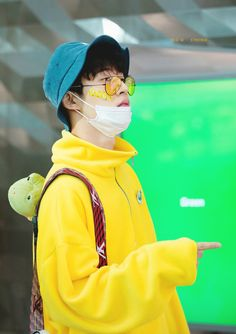 This is literally his best look ever oml Kim Hanbin Ikon, Ikon Kpop, Ikon Leader, Free Instagram, Flower Boys, Airport Style, Airport Fashion, Yg Entertainment, Aesthetic Pictures
