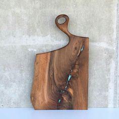 liveedge walnut servingboard with turquoise-epoxy inlay