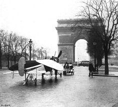 un Marcay-Moonen pendant le salon de l'aviation-paris en 1912....reépinglé par Maurie Daboux ❥•*`*•❥