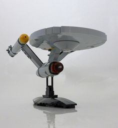Despite not being massively into Star Trek (I prefer Star Wars) I have to admit a soft spot for Matt Jefferies iconic design. Lego Star Trek, Star Wars, Trek Ideas, James T Kirk, Lego Sculptures, Lego Ship, Lego Spaceship, Star Trek Series, Lego Projects