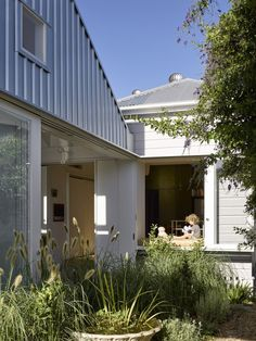 A Family's Queenslander Cottage Is Cracked Open With an Airy, Shed-Like Addition #dwell #australia #homerenovations Australian Architecture, Interior Architecture, Australian Homes, Roof Cladding, Metal Cladding, Outdoor Rooms, Outdoor Decor, Queenslander, Prefab Homes