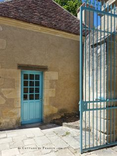 Les bleus de l'entrée du Domaine George Sand (The bues at the entrance of the George Sand estate) George Sand, Shabby Home, White Cottage, French Country Decorating, My House, Entrance, Berries, Rustic, Spring