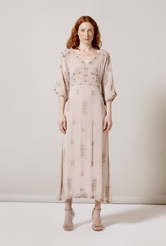 The charm of handmade details can make a dress become a jewel. This one is a good example. Dress Making, Dresses With Sleeves, Jewels, Clothes For Women, Detail, Long Sleeve, How To Make, Handmade, Shopping