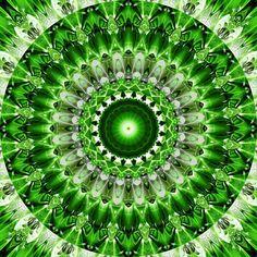 'Mandala leuchtendes grün' von Christine Bässler bei artflakes.com als Poster oder Kunstdruck $16.63