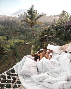 Looking for that famous Airbnb Ubud Treehouse with the outdoor hammock bed and killer views of the rice fields? Honeymoon The Famous Airbnb Ubud Villa: Treehouse With Hammock Bed Wanderlust Travel, Bali Travel, Luxury Travel, Luxury Hotels, Ubud, Voyage Bali, Destination Voyage, Places To Travel, Places To See