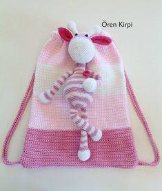 Görüntünün olası içeriği: 1 kişi Free Crochet Bag, Crochet Gifts, Crochet Motif, Crochet Baby, Knit Crochet, Crochet Handbags, Crochet Purses, Crochet Dolls, Amigurumi Patterns