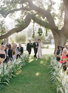6 Ways to Decorate Your Ceremony Aisle with Wildflowers