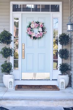 Summer Front Porch Ideas & Endless Summer Hydrangeas - The Pink Dream - - Sharing some Summer Front porch ideas: beautiful potted hydrangeas, outdoor pillows, front door decor and everything you will need to spruce up front porch. Front Porch Seating, Front Door Porch, Front Porch Columns, Front Porch Design, Front Door Decor, Front Door Plants, Front Door Hardware, Porch Doors, Front Door Monogram