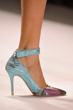 Ankle strap pumps: Los tacones tendencia para primavera-verano 2014. ¡Sexies! CUSTO BARCELONA.