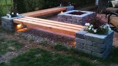 50-coole-Garten-Ideen-für-Gartenbank-selber-bauen_DIY-holzbank-mit-hochbeeten-aus-steinen
