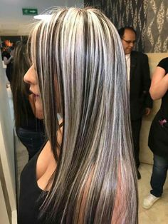 16 New Layered Hair Colors Grey Black Combo The most beautiful hair ideas, the most trend hairstyles Dark Hair With Highlights, Chunky Blonde Highlights, Layered Hair, Green Hair, Balayage Hair, Haircolor, Hair Looks, Pretty Hairstyles, Dyed Hair